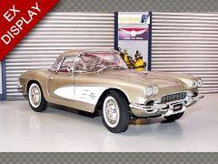 CHEVROLET CORVETTE ~ 1961 | 1:18 Diecast Model Car