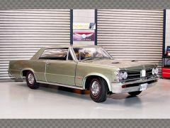 PONTIAC GTO COUPE ~ 1964 | 1:18 Diecast Model Car
