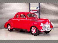 FORD DELUXE TUDOR 1939 | 1:18 Diecast Model Car