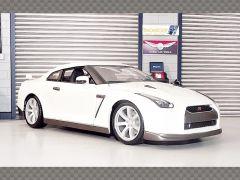NISSAN GT-R 2009 R35 - WHITE | 1:18 Diecast Model Car