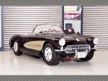 CHEVROLET CORVETTE 1957 | 1:18 Diecast Model Car