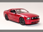 FORD MUSTANG GT ~ 2006   1:24 Scale Model Car